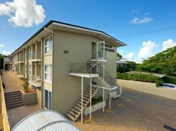 View profile: 120 Terrace Street, New Farm – FREE WIFI