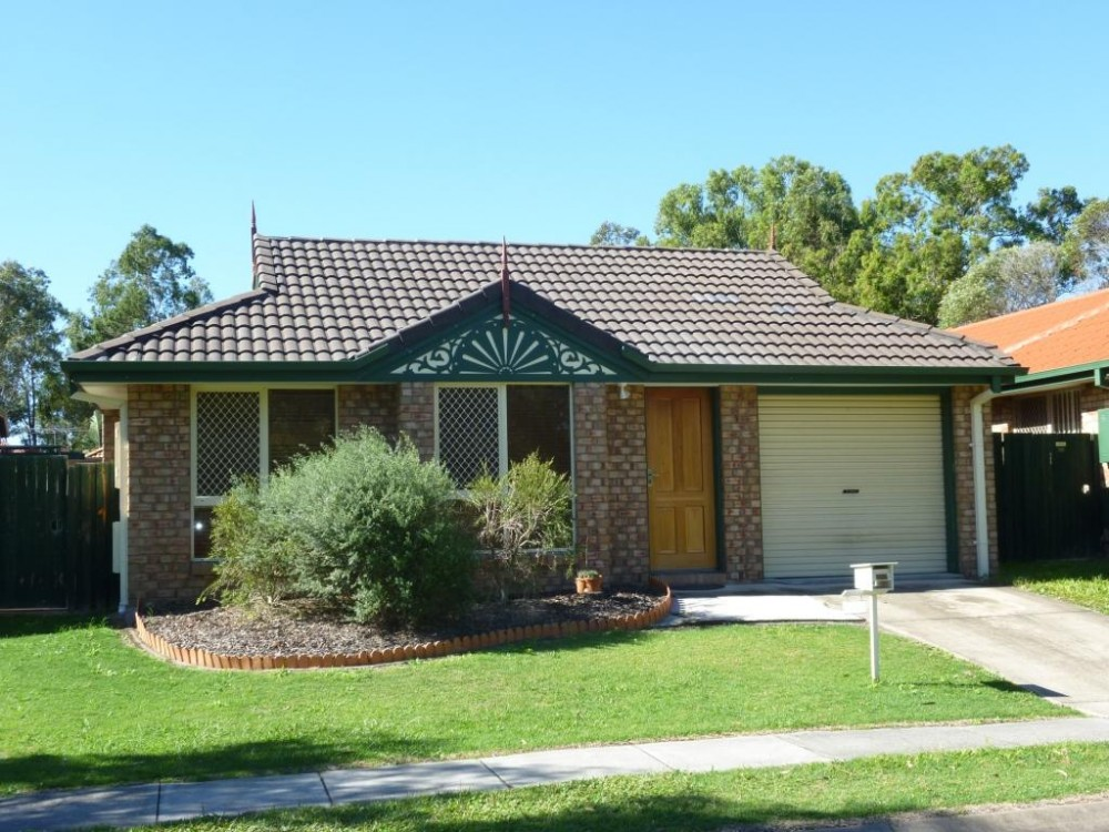 Low Maintenance Tingalpa Home with Great Access to Local Parks, Shops & Public Transport