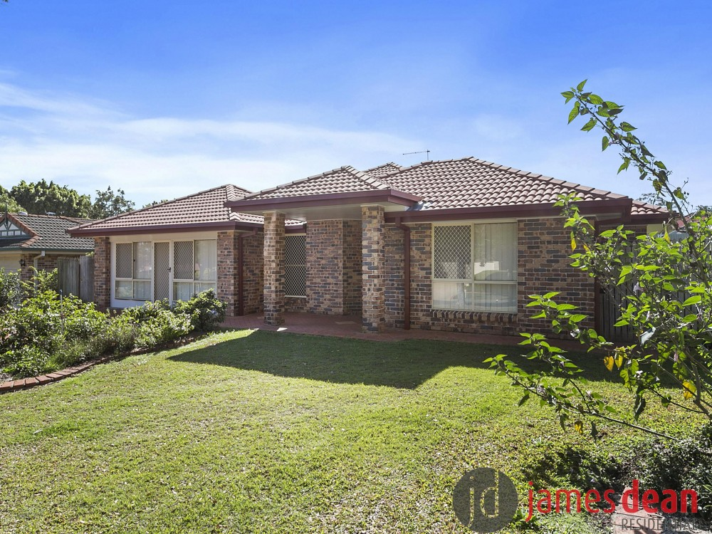 Solid Brick Home - 750m2 Block - Sought After Location!!