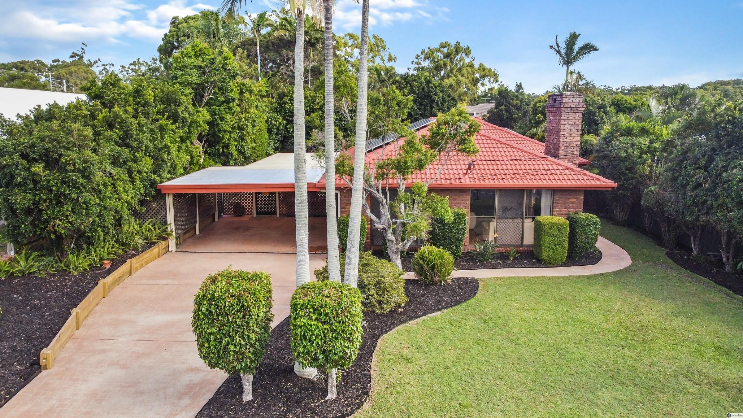 805m2 Block – Handy Location – Lovely Home